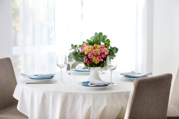 Elegant table setting with beautiful flowers