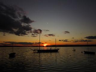 Sonnenuntergang mit Booten