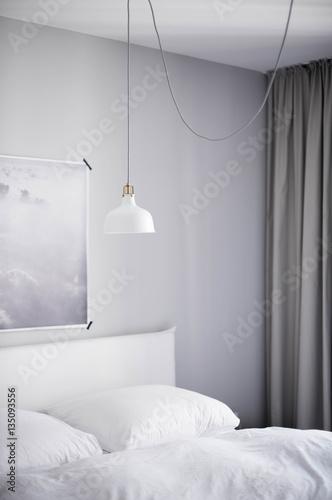 Minimalistisch eingerichtetes schlafzimmer mit wolken - Poster schlafzimmer ...