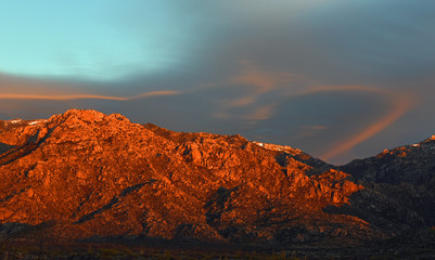 Berggipfel der Catalina Mountains in Tucson, Arizona, USA, im Abendsonnenschein