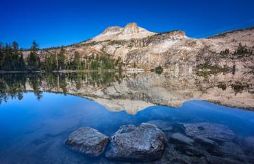 Fototapete - Mirrorlike - May Lake