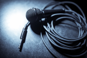 Microphone and cables