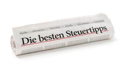 Zeitungsrolle mit der Überschrift Die besten Steuertipps
