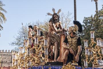 Fototapete - Semana santa de Sevilla, hermandad de las Cigarreras, Jesús atado a la columna