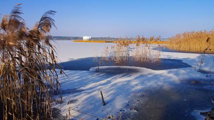 Fond de hotte en verre imprimé Port Schwimmender Steg, Lausitzer Seenland - Floating bridge in winter