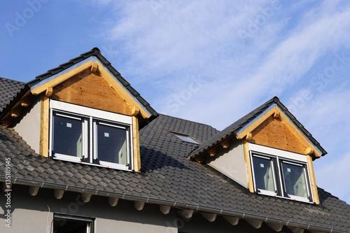 dachgauben an neu eingedecktem dach stockfotos und lizenzfreie bilder auf bild. Black Bedroom Furniture Sets. Home Design Ideas