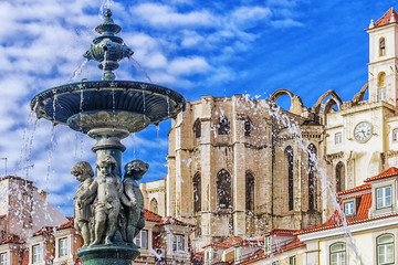 Papiers peints Fontaine Fountain in Rossio Square in Lisbon