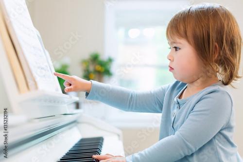girl playing piano - 1024×682