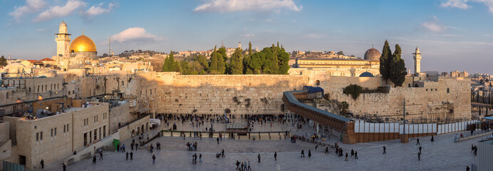 Foto auf Acrylglas Mittlerer Osten Panoramic view of Temple Mount in the old city of Jerusalem at sunset, Israel.