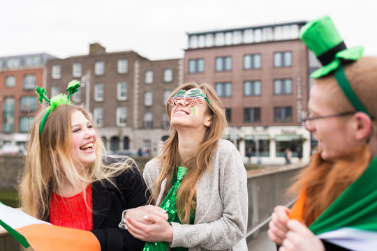 Group of Friends Having Fun During St Patrick 's Day in Dublin I