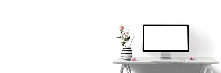 Moderne Arbeitsplatz mit Computer und Blumen  als Banner - Textfreiraum