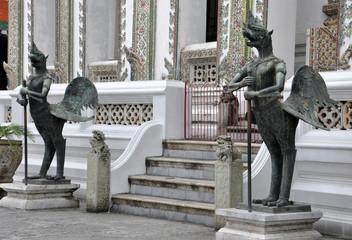 Garuda_bird_sculpture