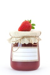 Selbstgemachte Erdbeermarmelade mit neutralem Etikett