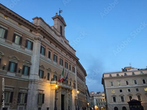 Facciata di montecitorio il parlamento italiano roma for Roma parlamento
