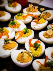 gefüllte Eierhälften mit Kaviar