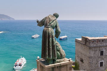 Tuinposter Liguria San Benedetto d'Assisi keeps watch over boats near Monterosso
