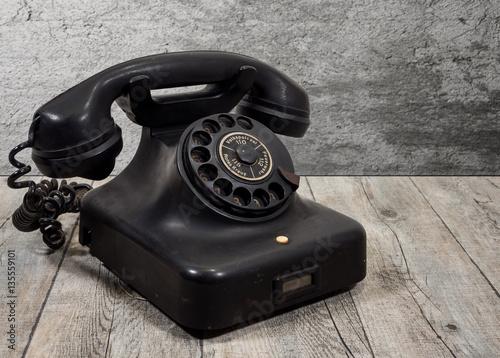 sch nes altes telefon mit w hlscheibe stockfotos und lizenzfreie bilder auf bild. Black Bedroom Furniture Sets. Home Design Ideas