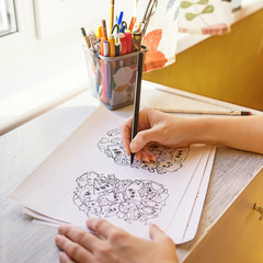 The process of drawing doodles with a pen. Antistress drawing, painting