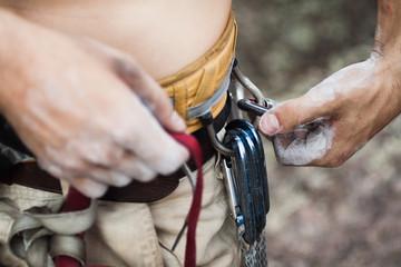 Attaching caribinas to waist belt