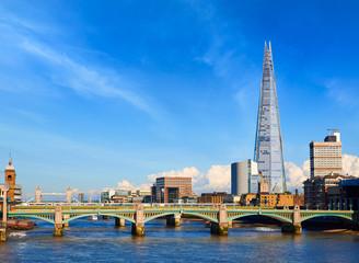 Photo sur Plexiglas Londres London Millennium bridge skyline