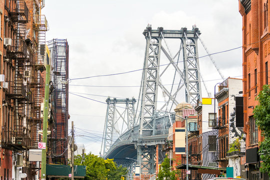 views to williamsburg bridge and brooklyn neigborhood, EEUU