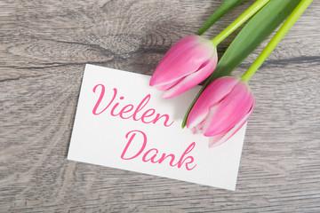 Tulpen und Karte: Vielen Dank!