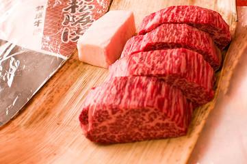 日本三大和牛の1つ松坂牛の分厚いステーキ