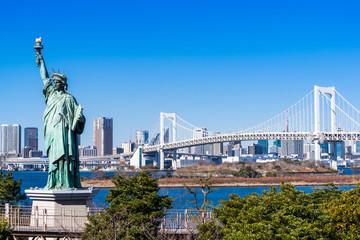 レインボーブリッジと自由の女神像