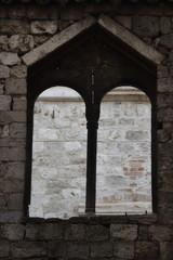 Mullioned windows, rua Carlo Magno, Ascoli Piceno, Italy