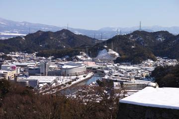 米子城跡から見た米子市街地の雪景色