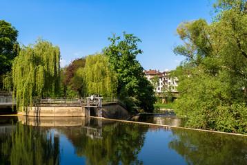 Foto auf Leinwand Fluss Die aufgestaute Nagold in Pforzheim