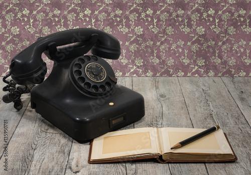sch nes altes antikes vintage telefon telephon stockfotos und lizenzfreie bilder auf fotolia. Black Bedroom Furniture Sets. Home Design Ideas