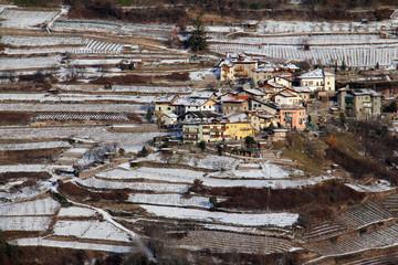 case e vigne nella neve a Segonzano; Val di Cembra, Trentino