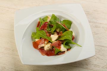 Salad with proscuitto, mozzarella