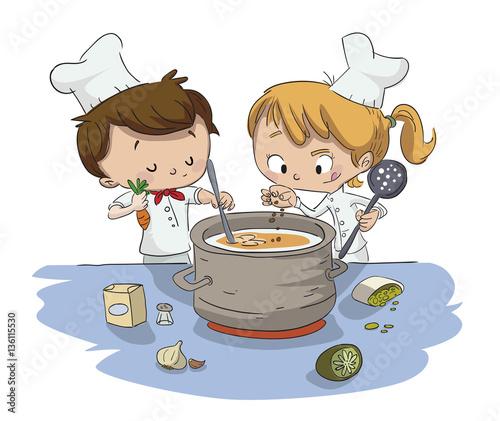 Ni os cocinando ni o y ni a en la cocina im genes de for Cocinando 15 minutos con jamie