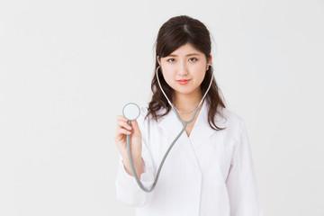 女医 診察 聴診器