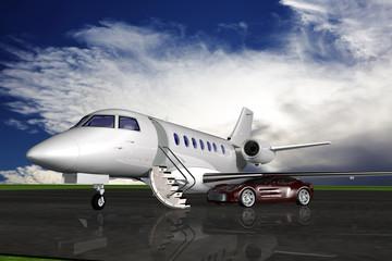 Privatjet mit Sportwagen auf dem Vorfeld eines Flughafens