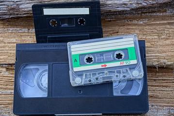 Старые кассеты и видеокассета