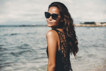 Fashion model girl in sunglasses - close up portrait