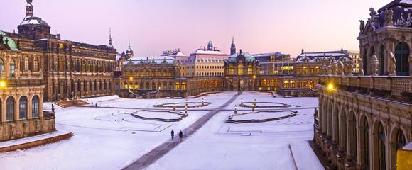 Dresden, im Schnee, Zwinger, abends