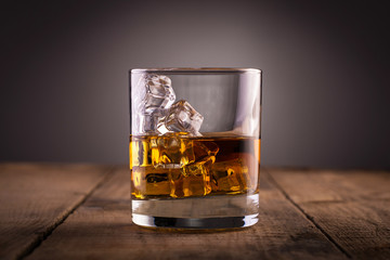 Foto op Aluminium Alcohol Glass of whiskey, classy, with ice, on wooden table