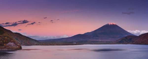 Fototapete - Last light on Mount Fuji and Lake Motosu, Japan
