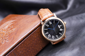 Luxury Wrist Watch With Leather Watchbands