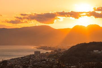 美しい夕焼け 山と海