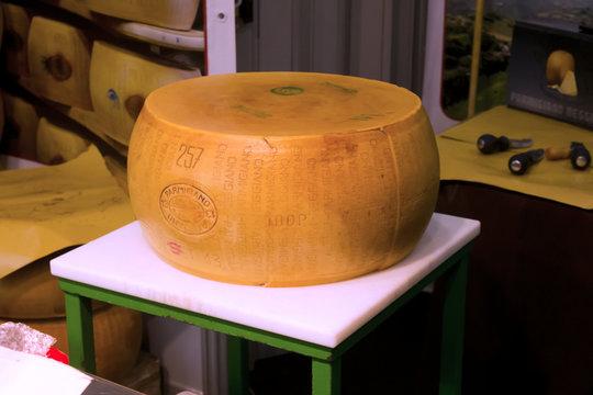 forma di parmigiano-Exposure
