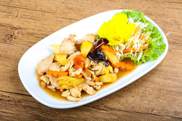 Chicken with pineapple and cahew nuts