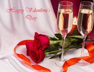 Открытка с днем Святого Валентина с бокалами, букетом роз.