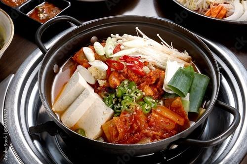"""""""dwaeji kimchi jjigae. Pork and Kimchi Stew"""" 스톡 사진, 로열티프리 ..."""