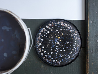 cover the paint with drops in the form of planets