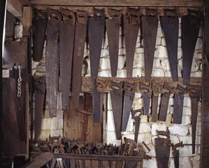 Outils du bois / Scie trois crans de charpentier